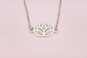 Joyas de leche materna, Colgante flor de loto